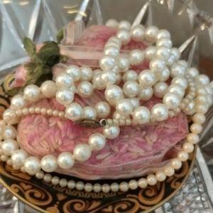 2 pieces Vintage Faux Pearls Necklaces